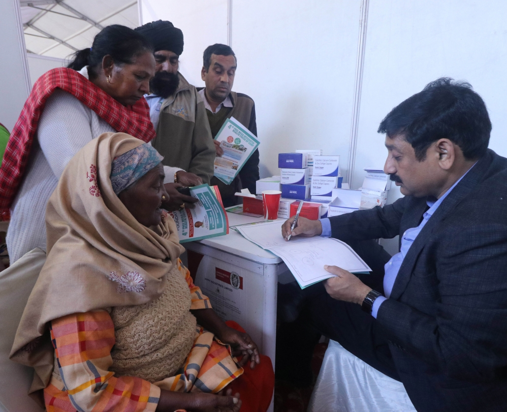 मु$फ्त मैडीकल कैंपों द्वारा जोशी फाऊंडेशन कर रहा है मानवता की सेवा: बदनौर