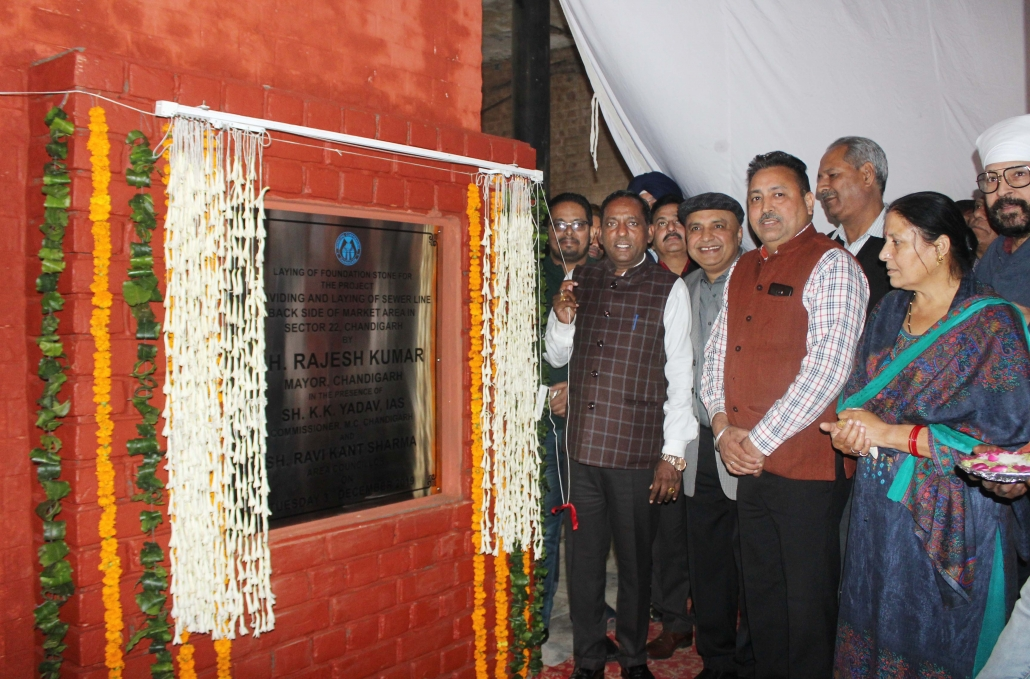 Mayor laid foundation stone of additional sewer line at market of sector 22-A