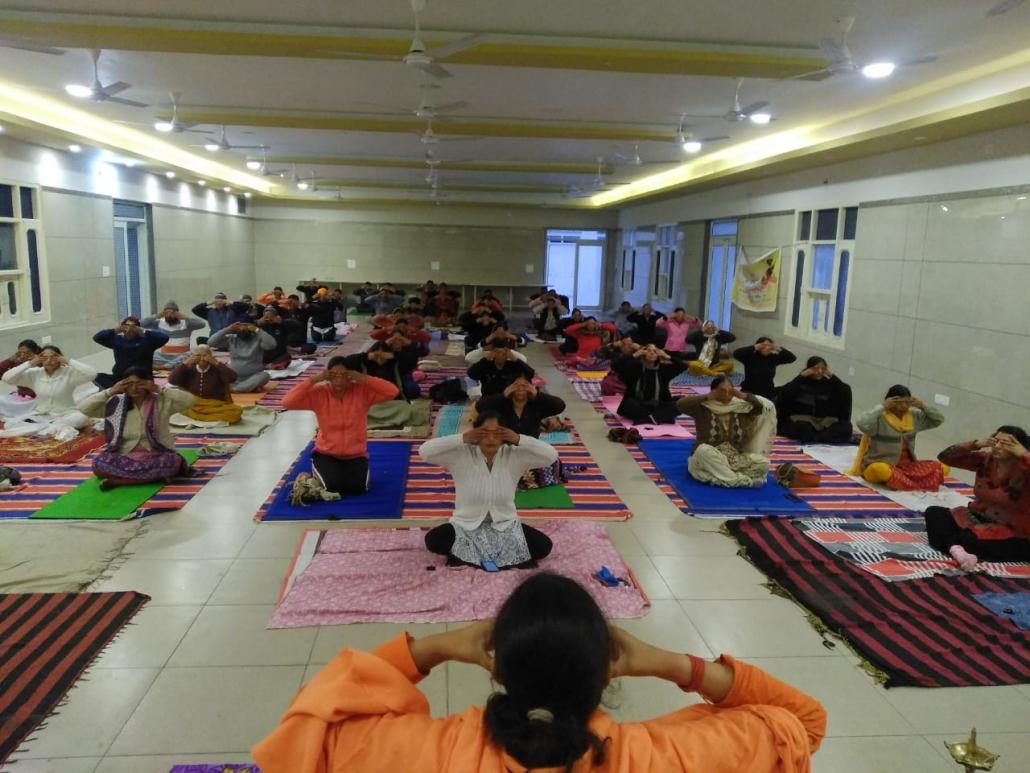 पतंजलि योग समिति मोहाली द्वारा आयोजित एक दिवसीय विशेष योग शिविर मे आज पतंजलि योगपीठ हरिद्वार से पधारी बहन साध्वी देवादिति जी ने श्री वैष्णो देवी मे योग एवं ध्यान करवाया।