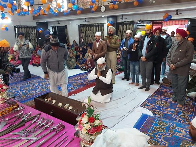 अनिल विज - गुरू गोबिंद सिंह जी के प्रकाश उत्सव पर पंजाबी गुरूद्वारा अम्बाला छावनी में माथा टेककर भगवान का आशीर्वाद प्राप्त किया।