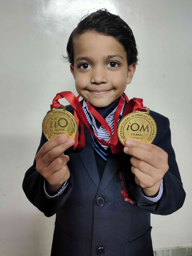 भाविक जिंदल ने सिल्वर जोन, नई दिल्ली द्वारा आयोजित कंप्यूटर और गणित ओलंपियाड में दो स्वर्ण पदक जीतकर अपनी प्रतिभा की झलक दी।