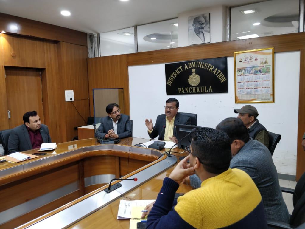 स्वच्छ भारत मिशन हरियाणा को लेकर लघु सचिवालय के सभागार में कार्यकारी वाईस चेयरमैन सुभाष चन्द्र की अध्यक्षता में बैठक हुई।