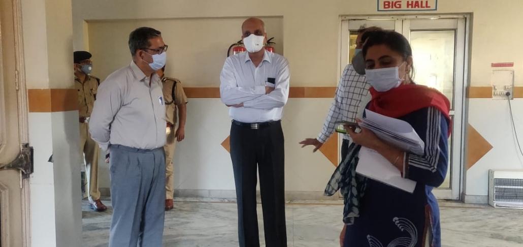 उपायुक्त मुुकेश कुमार आहूजा ने बताया कि जिला प्रशासन द्वारा 12 शैल्टर होम में अब तक 395 लोगों को रखा जा रहा है।