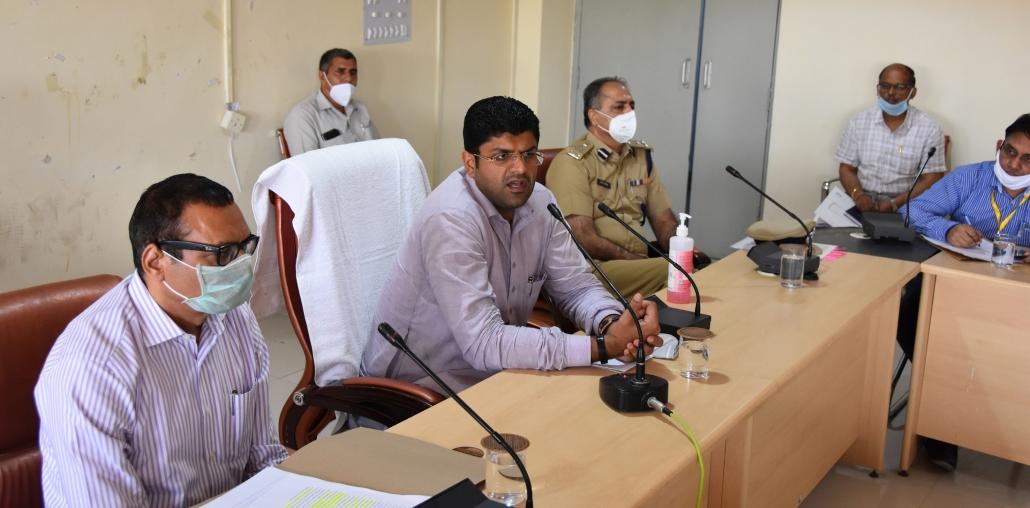 उपमुख्यमंत्री दुष्यंत चौटाला ने कोरोना वायरस से बचाव वफैलाव को रोकने के लिए सिरसा जिला प्रशासन के प्रयासों की सराहना की।