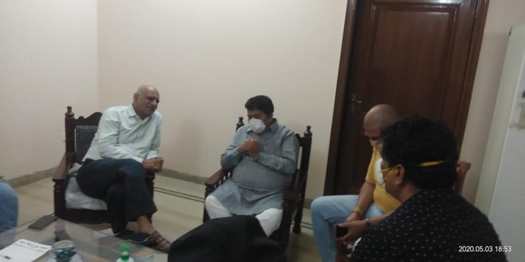 जम्मु कश्मीर के हंदवाड़ा में शहीद हुए मेजर अनुज सूद की शहादत पर हरियाणा विधानसभा अध्यक्ष ज्ञानचंद गुप्ता ने उनके अमरावती स्थित एन्कलेव में पहुंचकर शोक संतप्त परिवार का ढांढस बंधाया।