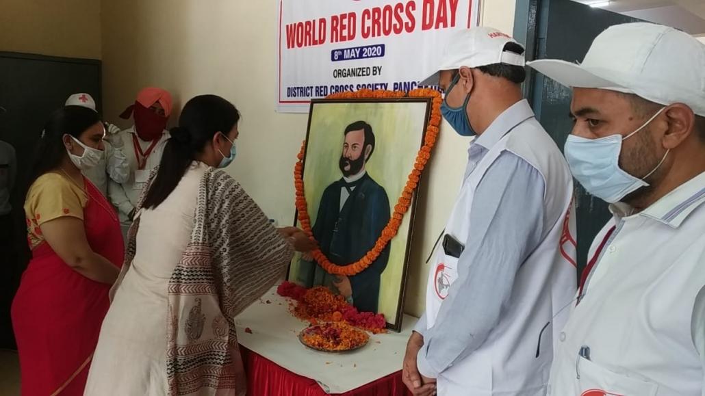 विश्व रेडक्राॅस दिवस पर सामुदायिक भवन सेक्टर-20 में रक्तदान शिविर का आयोजन किया गया।