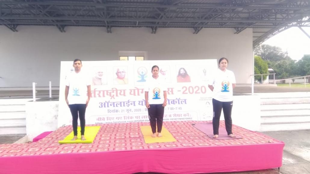 उपायुक्त मुकेश कुमार अहुजा के मार्गदर्शन मे छठे अंतरराष्ट्रीय योग दिवस के अवसर पर सेक्टर 5 के परेड ग्राउंड में योग क्रिया करवाई गई।